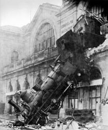 250px-Train_wreck_at_Montparnasse_1895